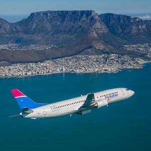 B737-400 over Table Mountain